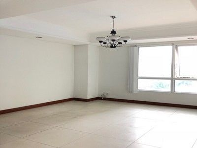 For rent apartment on Nguyen Huu Canh st, close to district 1