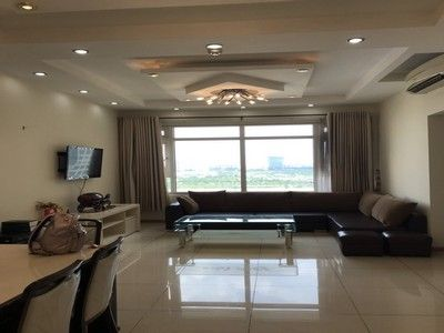 High-end apartment with 2 bedrooms in Saigon Pearl for rent